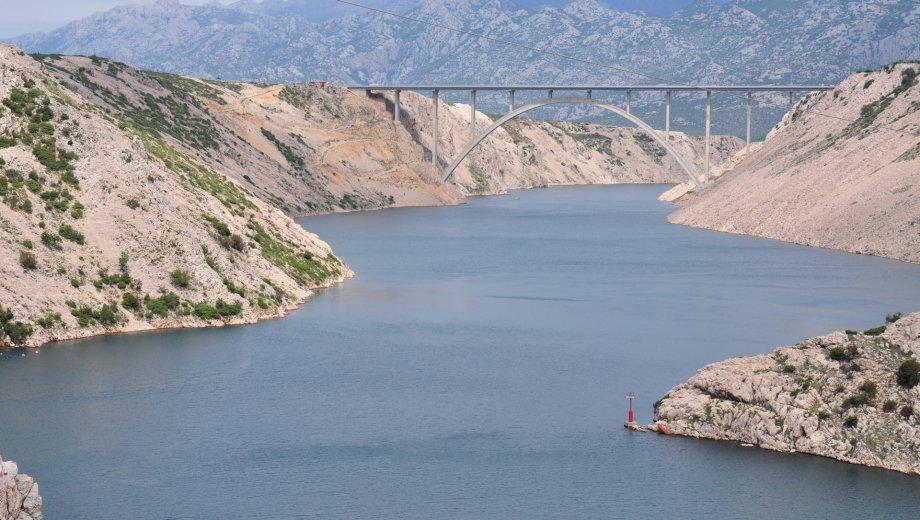 Blick von der Maslenica Brücke kurz vor Zadar