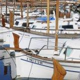 Fischerboote in der Reihe in Puerto Pollença