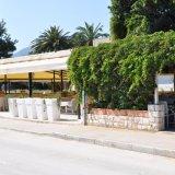 Restaurant vor der Marina Kastela