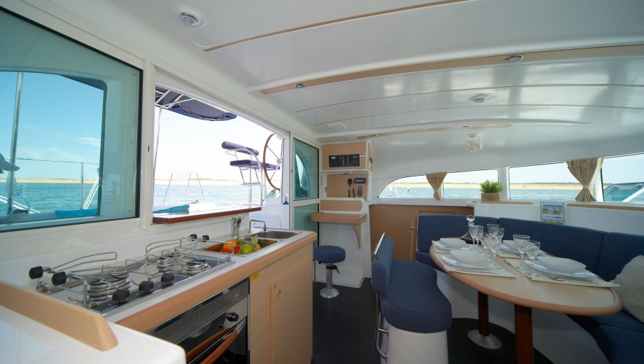 "Lagoon 380 in Portisco ""Naos"""