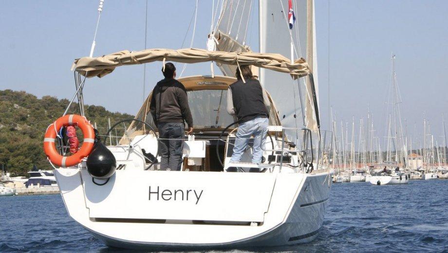 "Dufour 382/3 in Primosten ""Henry"""