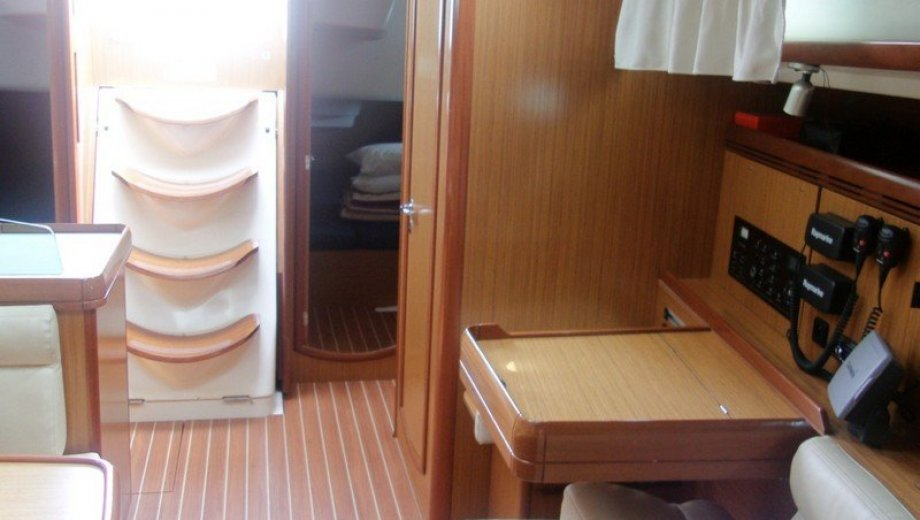 Sun Odyssey 42i in Athen
