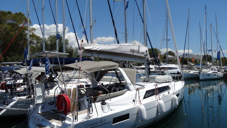 Océanis 41.1 in Athen