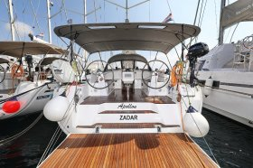 """Lagoon 400 s2 in Lavrion """"FOOTPRINTS"""""""